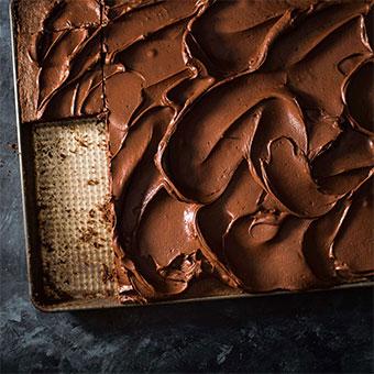 CHOCOLATE HIGH RATIO SHEET CAKE