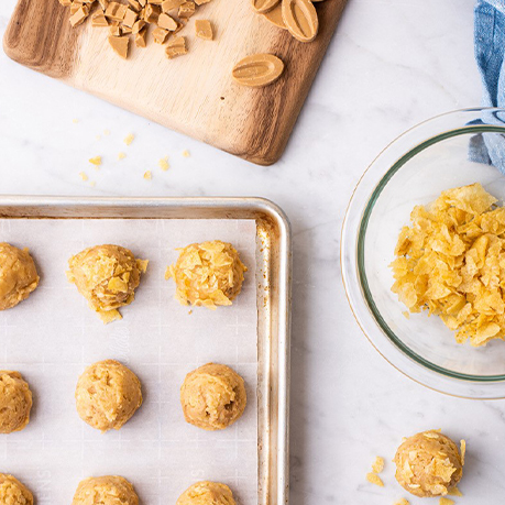 CARAMELIZED WHITE CHOCOLATE AND POTATO CHIP COOKIES