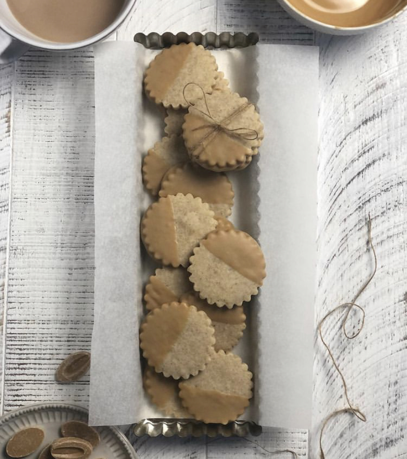 @sugarandspicing DULCEY Dipped Spiced Shortbread