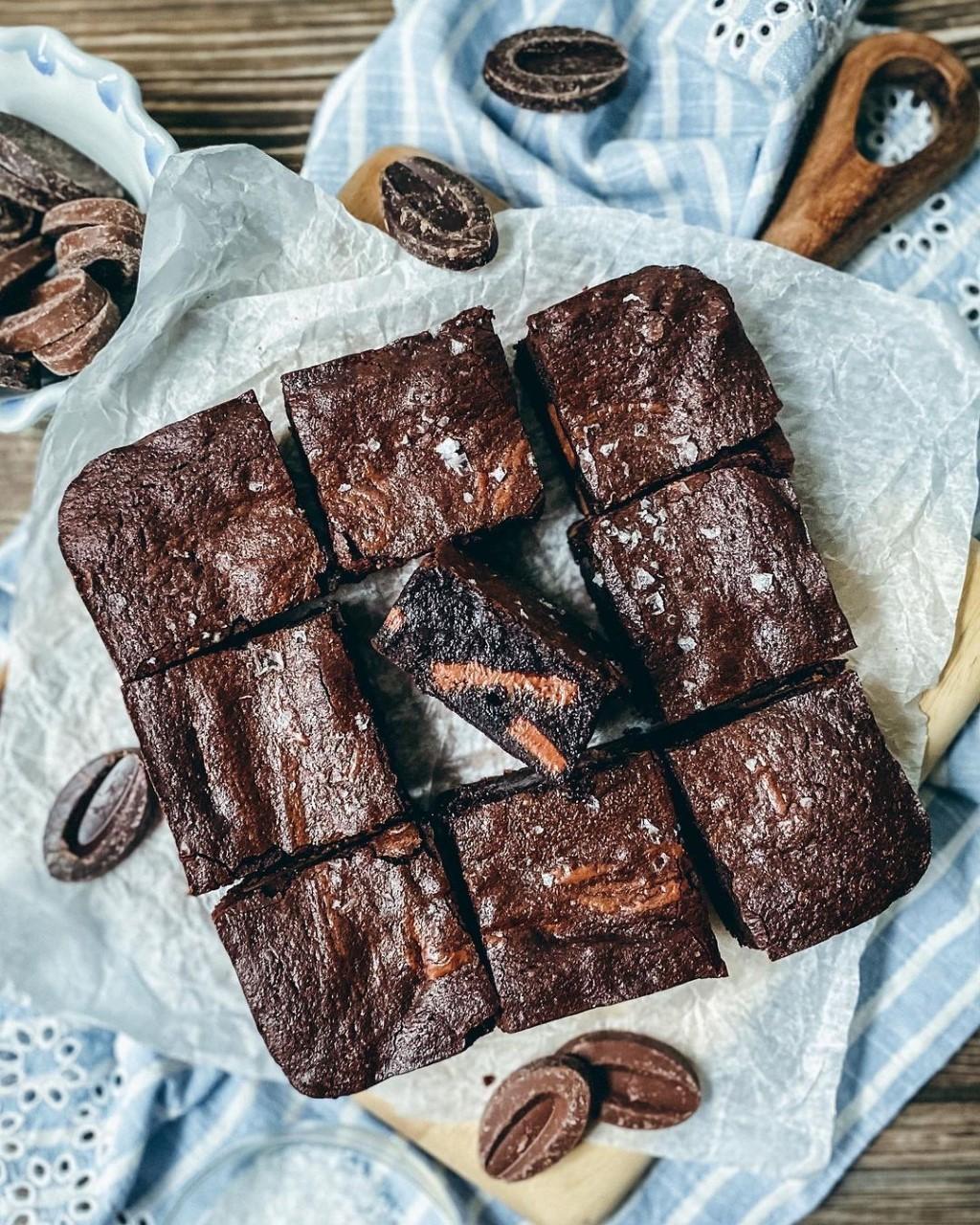 MALTED CHOCOLATE BROWNIE