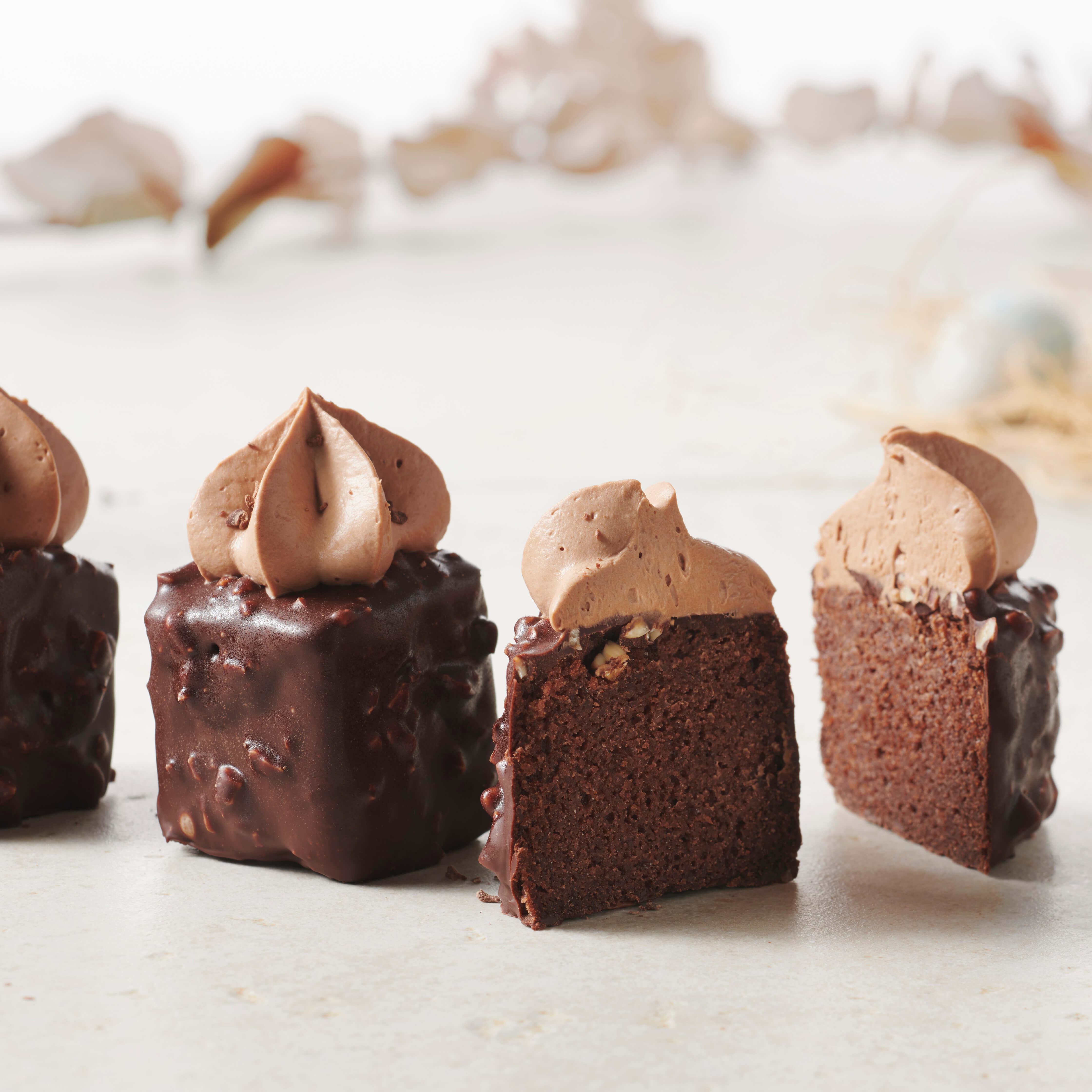 MINI GLUTEN-FREE CHOCOLATE CAKES
